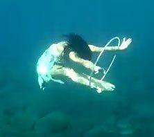 underwater-hula-hooping