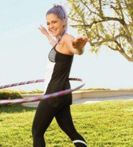 kelly-osbourne-hula-hooping