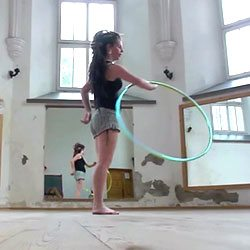 babz-robinson-hula-hooper
